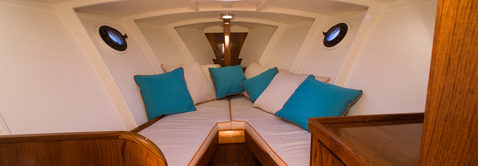 YNOT Yachts | History of Chris Craft 25-Foot Express Cruiser